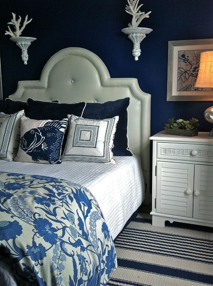 Navy and white color scheme in a bedroom