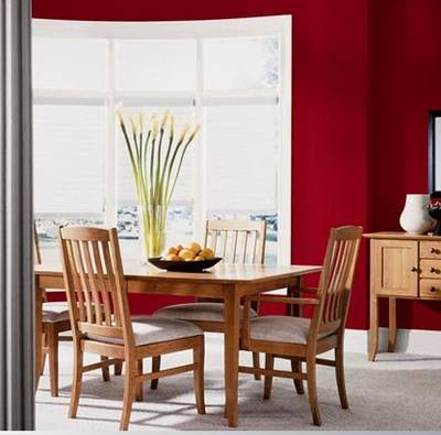 Glidden's Red Delicious in a dining room