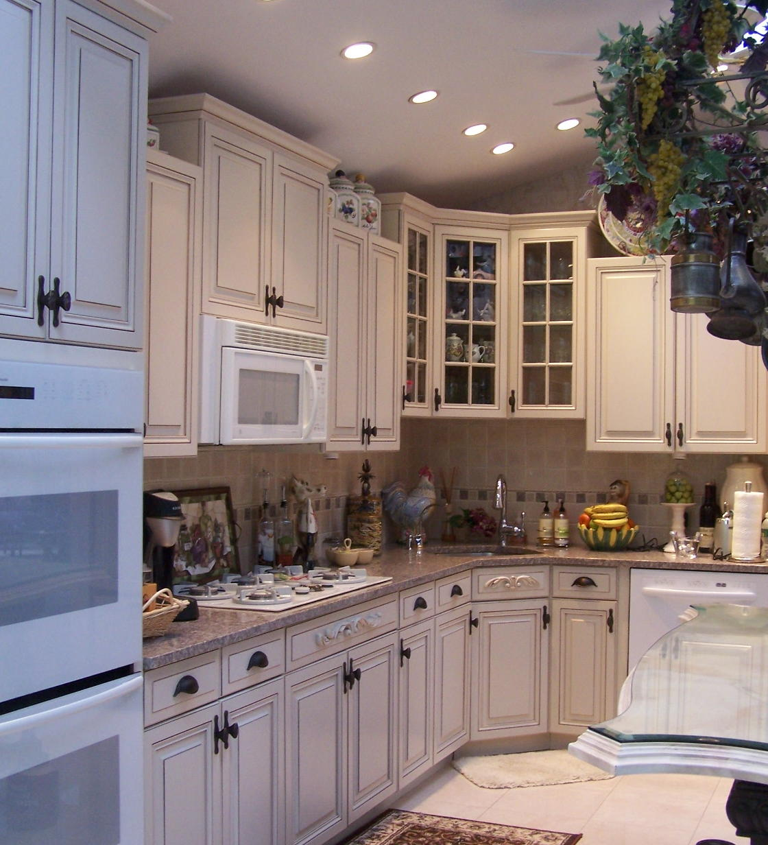 Benjamin Moore White Sand on kitchen cabinetry